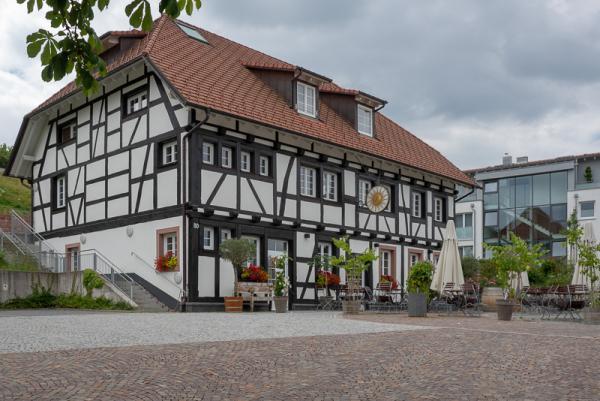 Weingemeinschaft Gundelfingen lädt am 13. Juli zur ersten Verkostung der neuen Jahrgänge - Hier im Bürgersaal der Sonne in Wildtal findet am Freitag die erste Weinverkostung der Weingemeinschaft Gundelfingen statt.