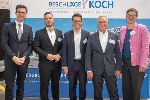 Wirtschaftsförderung Region Freiburg (WRF) besichtigt Beschläge Koch - Von links: Oberbürgermeister Martin Horn, Florian Koch, Peter Meißner, Hans-Peter Koch, WRF-Hauptgeschäftsführerin Hanna Böhme.