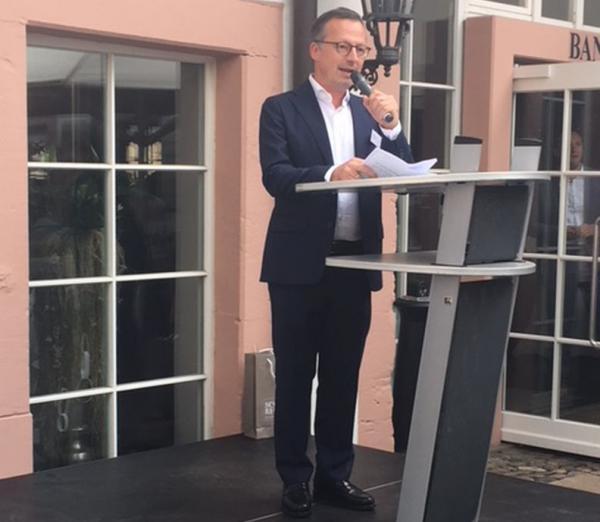 Politisches Sommerfest der Freiburger Verbände in Schloss Reinach  Begrüßungsrede von Philipp Frese, Präsident des Handelsverbandes Baden