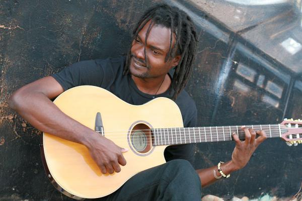 16. September: Afrikanische Live-Musik beim Offenburger Museumfest  Landry Biaba  Foto: Jeannette Gregori