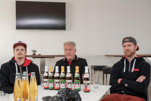 Wölfe Freiburg gehen in ihre vierte Zweitliga-Saison und wollen in die Play-Offs - Beim heutigen Pressetermin standen Chefcoach Leos Sulak, Torhüter Matthias Nemec (links) und Christian Neuert (rechts) für Fragen zur Verfügung.