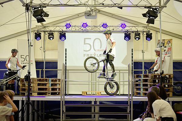 Freyler Industriebau feierte an seinem Standort in Kenzingen sein 50-jähriges Firmenjubiläum. Highlight des Tages war eine Bike Show.