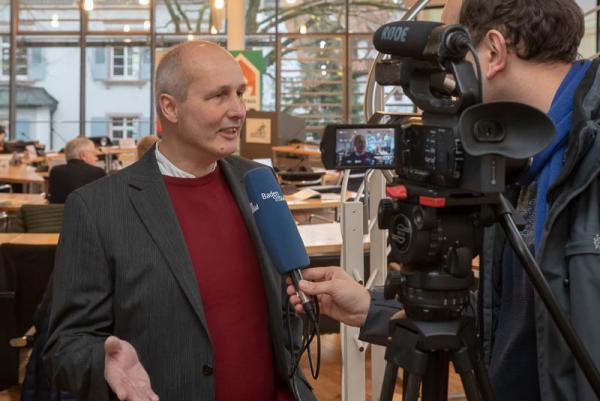 Fachleute erörtern Chancen und Potentiale der EU-Gebäuderichtlinie im Emmendinger Rathaus - Emmendingens Klimaschutzmanager Armin Bobsien im Interview.