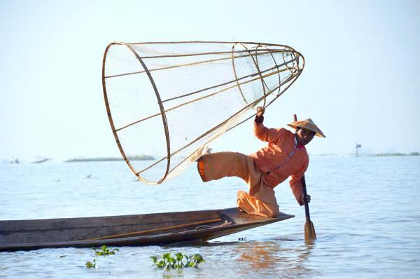 """15. Januar: """"Myanmar - ein Land öffnet sich"""" - Vortrag in der Volkshochschule Lahr Myanmar: Fischer in Inle  Foto: Detlev Hoffmann"""