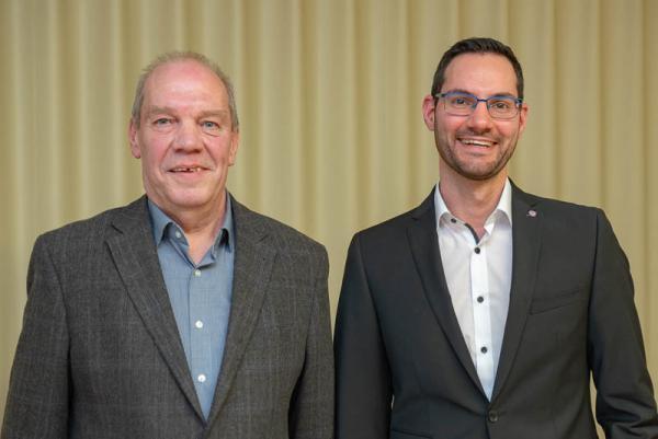Generationswechsel bei der Wohngemeinschaft für Menschen mit Demenz WeGe e.V. – Geschäftsführer Jens Krieg (rechts) löst Horst Rausch ab.