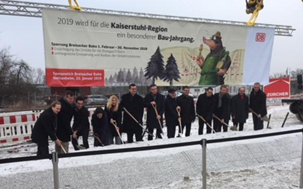 """Breisgau-S-Bahn 2020: Bauarbeiten auf der """"Breisacher Bahn"""" beginnen heute planmäßig. Der Spatenstich (Bild) war am 25. Januar.  (Foto: DB)"""