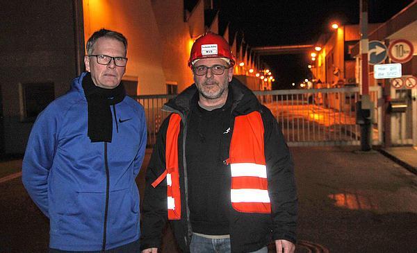 Manager von Dienst, Roland Kleissler (rechts), und Björn Denda (Sicherheits- und Umweltverantwortlicher) informierten REGIOTRENDS über den Unglücksfall  REGIOTRENDS-Foto: Reinhard Laniot