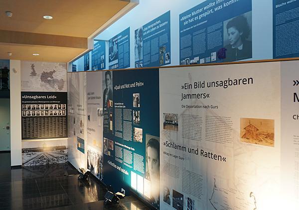Sonderausstellung im gläsernen Treppenaufgang des Offenburger Salmen.  Foto: Stadt Offenburg