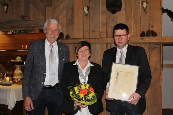 98 Jahre Vorstandsarbeit: Siegfried Weber wurde nach 29 Jahren Ehrensportleiter, Helga Hauber schied nach 20 Jahren Schriftführertätigkeit und Mitgliederbetreuung aus dem Vorstand aus und Alfred Haas geht nach 49 Jahren in sein letztes Amtsjahr als Vorsitzender.
