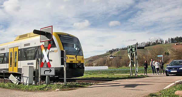 Waldkirch-Buchholz -  Seit dem Unfall Anordnung für die Zugführer: Anhalten vor dem Übergang, akustisches Signal geben und dann erst anfahren!  Bild: FSRM