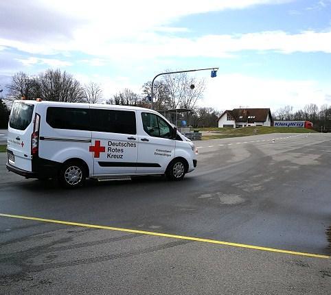Auf dem Sicherheitstrainingsplatz des ADAC in Breisach werden alle Straßenverhältnisse im Training erprobt.  Bild: DRK