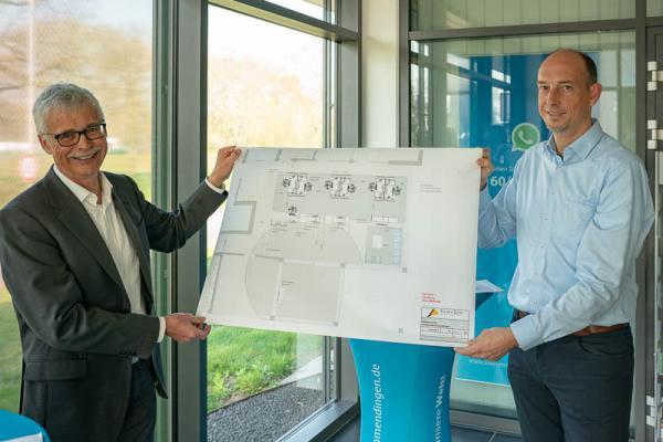 Stadtwerke Emmendingen verlängern die Öffnungszeiten und bauen Kundencenter aus - Stadtwerkechef Karl-Heinrich Jung und der kaufmännische Leiter Björn Michel präsentieren die Umbaupläne des Kundencenter.