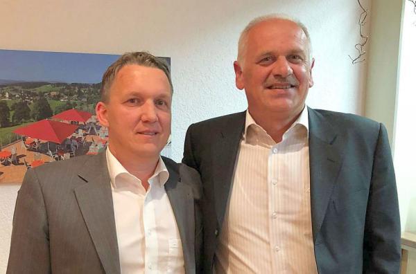 Ralf Brombacher ist neuer Verbandsschiedsrichterobmann beim Südbadischen Fußballverband. Ralf Brombacher (links) und Harry Ehing.  Foto: Südbadischer Fußballverband e.V.