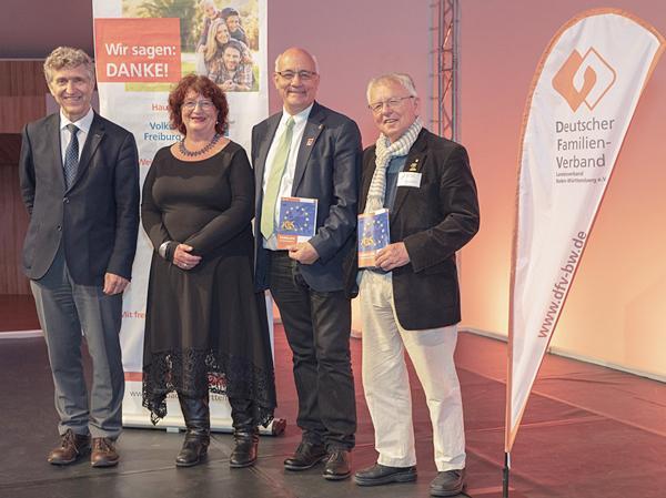 Von links: Der Präsident des DFV Dr. Klaus Zeh, Staatssekretärin Bärbl Mielich, DFV-Landesvorsitzender Alexander Schoch sowie der Ehrenvorsitzende des DFV Uto R. Bonde im Europa-Park Confertainment Center.  Foto: © DFV BW