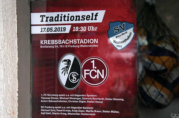 SC Freiburg - 1.FC Nürnberg (weiss): Spiel der Traditionsmannschaften beim SV Waltershofen.  REGIOTRENDS-Foto: Reinhhrd Laniot