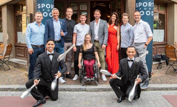 Miriam Mack freut sich über den Besuch der Botschafter von Laureus Sport for Good im Europa-Park