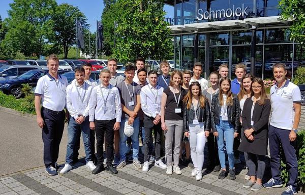 25 neue Auszubildende bei der Firma Schmolck in Emmendingen   Bild: Autohaus Schmolck