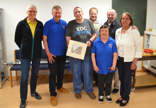 Hartwig Kauschat (DL7BC), Roger Eeles (G0SWC), Alexander Brüske (DL1AFA), Uli Hiegert (DO9EA), Stella Whitbourn (G0SWE), Franz Epple (DF7GR) und Christina Stiefel (DL1GEJ) freuten sich über das erneute Zusammenkommen.
