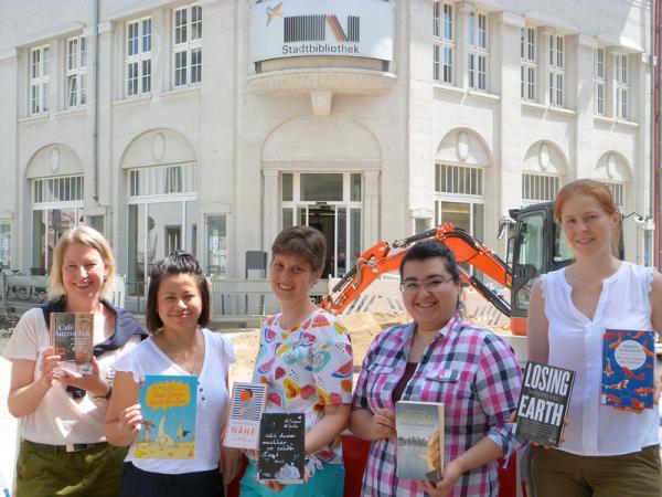 Von links: Sabine Dietrich, Thu Minh Nguyen, Franziska Kufner, Semra Asik, Maike Wilsch  Foto: Stadtbibliothek Lörrach