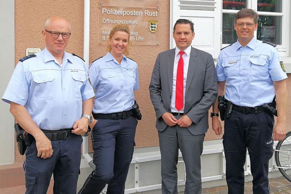 SPD-Bundestagsabgeordneter Fechner besuchte den Polizeiposten Rust.  Foto: Büro Johannes Fechner