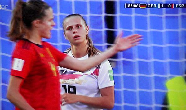 Frauenfußball-Weltmeisterschaft: Deutschland gegen Spanien  1:0 (1:0) - Klara Bühl wurde (SC Freiburg) zur Halbzeit eingwechselt und zählte danach zu den auffallendsten Spielerinnen. Klasse Partie!  TV-Bild