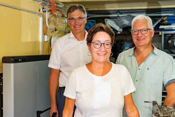 badenova nutzt EU-Forschungsprojekt um Energiewende in der Region voranzutreiben - Von links: badenova-Vorstand Dr. Thorsten Radensleben, Simone und Frank Zimmermann.