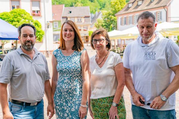 """7. Juli: """"Herbolzheimat im Sommer"""". Von links: HuG-Vorsitzender Philipp Ulmer, Vorstandsmitglied Diana Hüglin, Vorstandsmitglied Gabriele Saar und Pressewart Jörg Schimanski."""