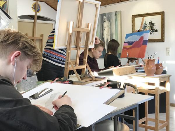 Schüler der Kunstschule Quici stellen in der Rathausgalerie aus
