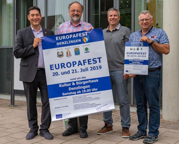 Denzlingen feiert mit seinen Partnergemeinden von 19.-21. Juli das 5. Europafest - Von links: Bürgermeister Markus Hollemann, Dr. Franz-Karl Schmatzer (Vertreter der Partnerschaftskomitees), Jürgen Sillmann (Leiter Hauptamt), Rainer Steigert (Verantwortlicher Koordination).