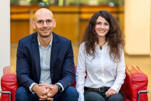 Akzeptanz von Prothesen, Debatte um Bioökonomie Alex Giurca (li.) und Lena Kulla    Foto: Patrick Seeger