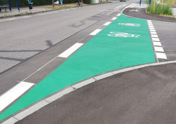 Neue Radweg-Markierungen auf der Breslauer Straße in Weil a.Rh  (Bildquelle: Stadtverwaltung)