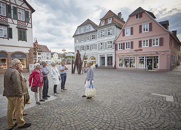 Stadtführung mit Gästeführerin Gabriele Siguda und Gästen.  Foto: Stadt Lahr