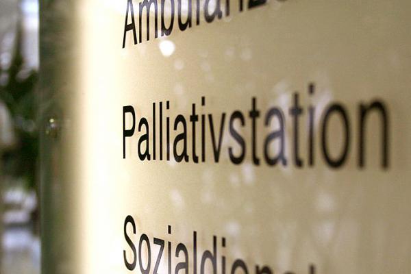 27. September: Leiden lindern, Lebensqualität stärken - Universitätsklinikum Freiburg veranstaltet einen Fachtag zum Thema Palliativmedizin.  Foto: Albert-Ludwigs-Universität Freiburg