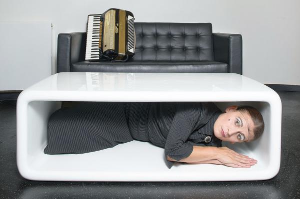 """12. September: Kultfigur """"La Signora"""" in Rheinfelden - Veranstaltung auf der Bühne im Bürgersaal.  Foto: Olli Haas"""