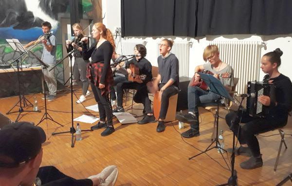 """FunAcoustic"" in Waldkirch begeisterte das Publikum - Herbst-Winterprogramm des Kommunalen Kinos Waldkirch ""Klappe 11"" wurde eröffnet.  Foto: Kommunales Kino Waldkirch ""Klappe 11"" e.V."