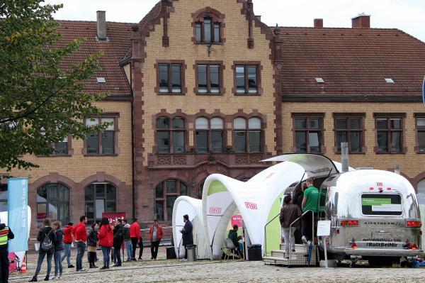 Job-Tour der Deutschen Bahn macht Station in Freiburg auf dem Zollhallenplatz (Güterbahnhof-Gelände)  REGIOTRENDS-Foto: Reinhard Laniot