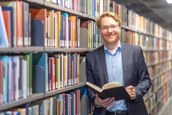 Heisenberg-Stipendium für Benjamin Kohlmann - Deutsche Forschungsgemeinschaft fördert Anglisten der Universität Freiburg.  Foto: Patrick Seeger