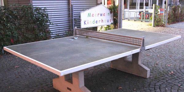 Tischtennisplatte wurde restauriert installiert (durch ZBH)