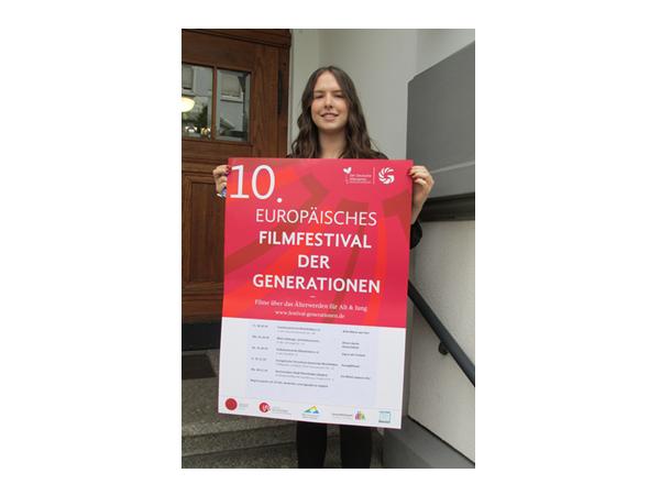 Die neue Bundesfreiwillige des Bürgertreffpunktes Gambrinus, Isabelle Heiler, ist von der Idee des Filmvestivals der Generationen begeistert und freut sich auf die Filmabende in Rheinfelden.