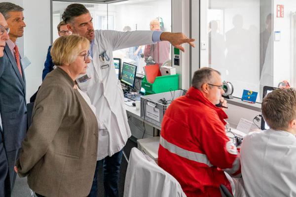 Forschungsministerin Theresia Bauer besucht das Simulationszentrum des Universitätsklinikums Freiburg