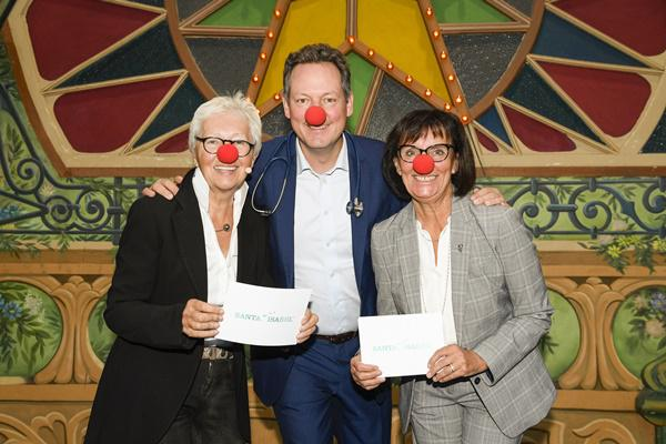 Dr. Eckart von Hirschhausen mit Marianne Mack (re.) und Barbara Dickmann (li.)