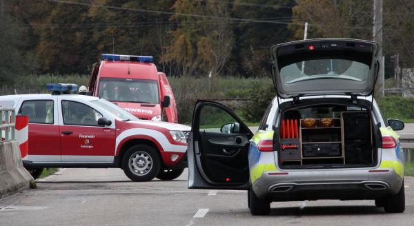 Hier (links) bog der Fahrer vom angrenzenden Feldweg auf die Landesstraße 110 ein  Bild: FSRM