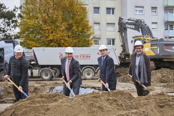 Spatenstich - Von links: Heinz Brühlmann, Markus Schwamm, Oberbürgermeister Klaus Eberhardt, Peter Külby