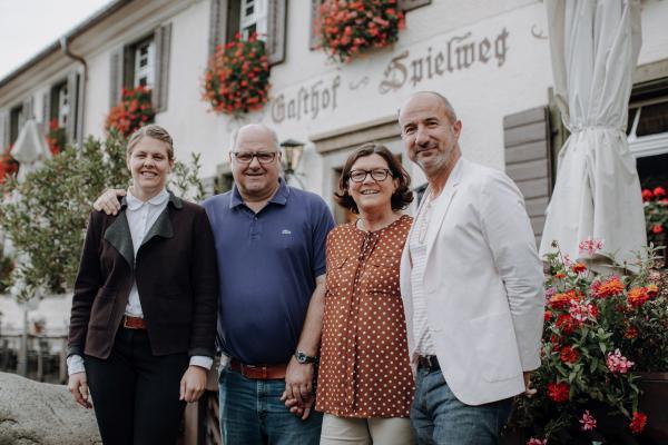"""Erster Schwarzwald Genuss-Award """"kuckuck 19"""" in sechs Kategorien verliehen - Sonderpreis der Jury für Familie Fuchs vom Romantikhotel """"Spielweg"""" in Münstertal"""