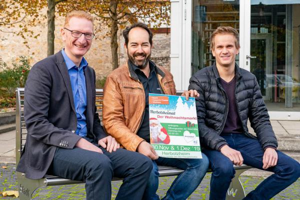 """30. November/1. Dezember: """"Herbolzheimat"""" in Herbolzheim.  Von links: Bürgermeister Thomas Gedemer,  Philipp Ulmer (HuG Vorsitzender) und Mitorganisator Niklas Springmann."""