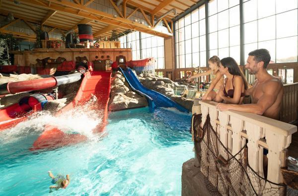 """Rutschvergnügen für alle - Indoor-Wasserwelt des Europa-Park """"Rulantica"""" öffnet in 15 Tagen. Der Skip Strand bietet Wasserspaß für die ganze Familie.  Foto: Europa-Park"""