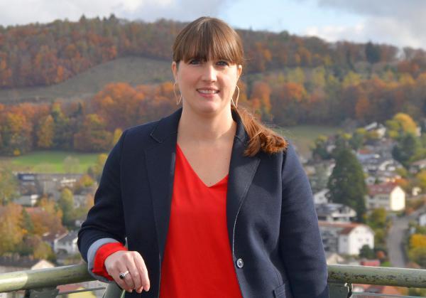 Nadine Brödlin ist neue Leiterin des Fachbereichs Zentrale Dienste und Ratsarbeit in Lörrach.   Foto: Stadt Lörrach