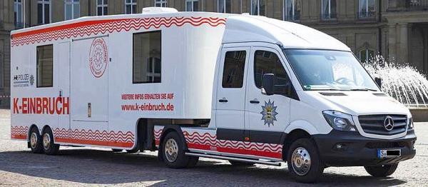 """26./28. November: Infomobil zum Thema """"Wohnungseinbruch in der Regio"""" kommt nach Freiburg - Fahrzeug ist auf dem Platz der Alten Synagoge im Einsatz.  Foto: Polizei"""