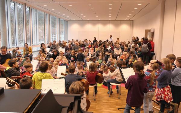 Volles Haus beim Mini-Konzert  Foto: Stadt Waldkirch