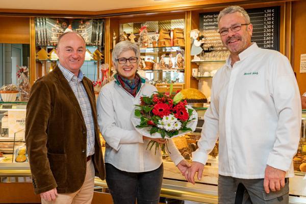 Bäckerei Friedrich in Mahlberg: Inhaberehepaar Schulz feierte 30-jähriges Betriebsjubiläum - Bürgermeister Dietmar Benz, Simone Friedrich-Schulz, Heinrich Schulz (rechts).
